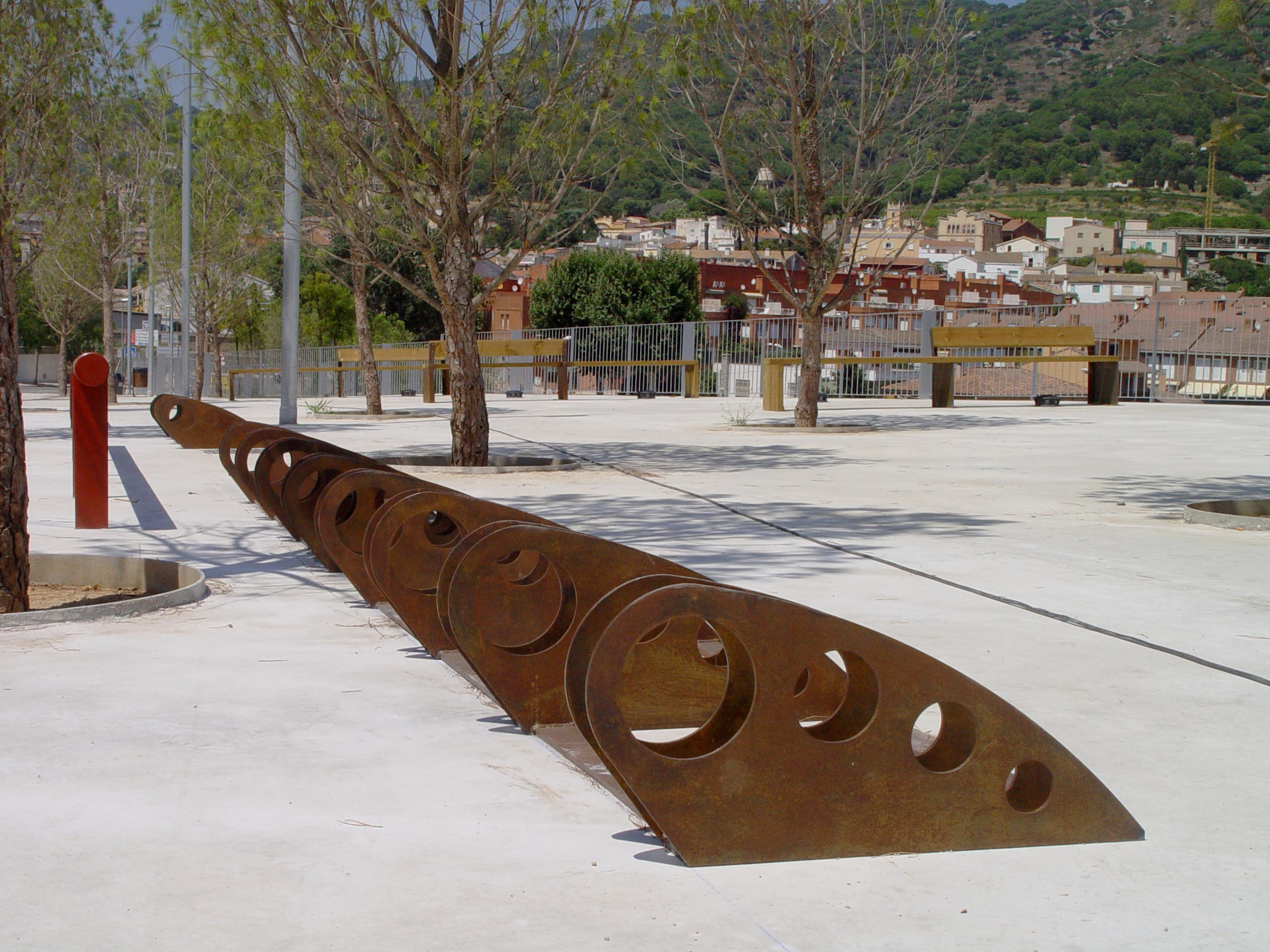 Design support to park bicycles in Corten steel